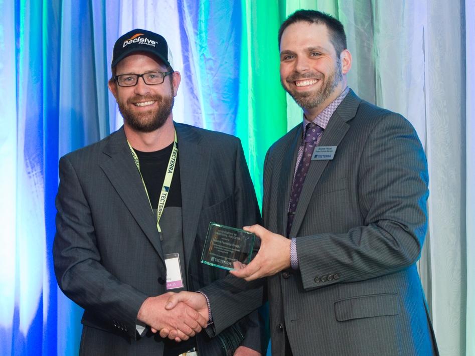 Decision Farming GM Tasha Schmaltz receives award from TECTERRA's Director Jonathan Neufeld