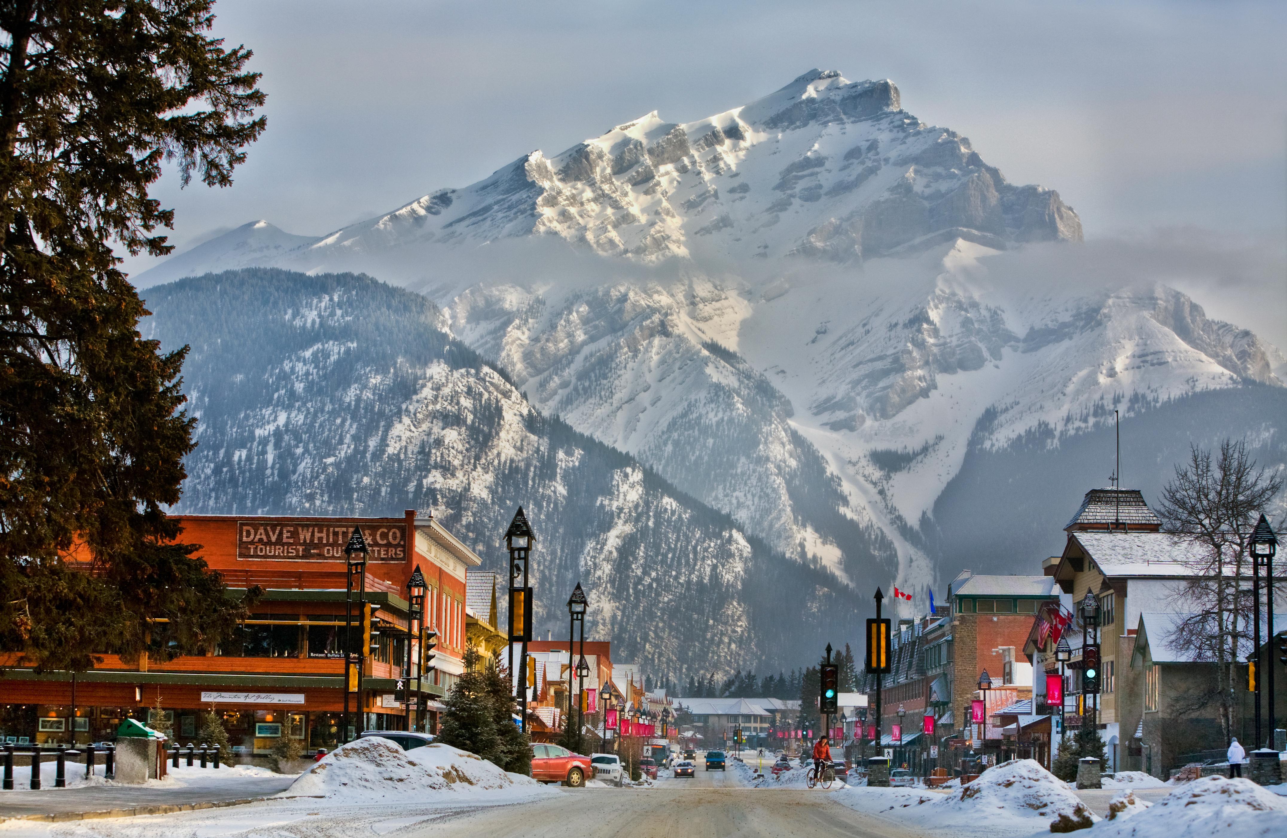 Banff-Town-Day